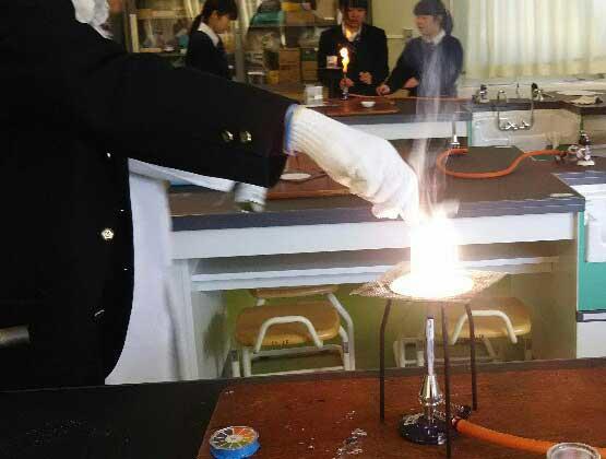 沸騰水中でのMgの燃焼